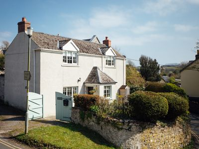 Photo for Charming Cottage, 5 Minute Walk to the beach, free passes to the Castle
