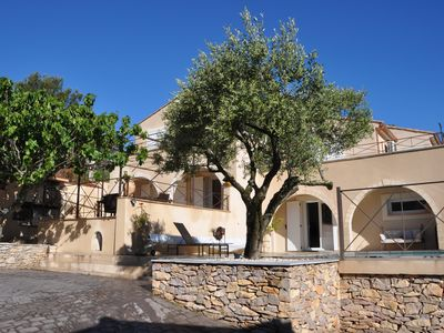 Photo for Large villa with heated pool and spa in the quiet of the scrubland Nîmes