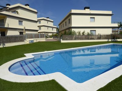 Photo for Beautifully furnished apartment, bright, modern and fully equipped with WIFI, located in a