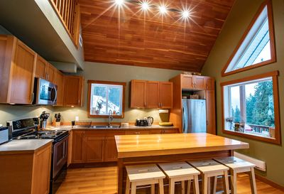 Stoke Cabin - Open Planned Kitchen and Dining Room
