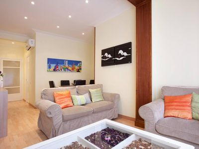 Photo for Republica de Argentina I apartment in Gràcia with WiFi, integrated air conditioning & lift.