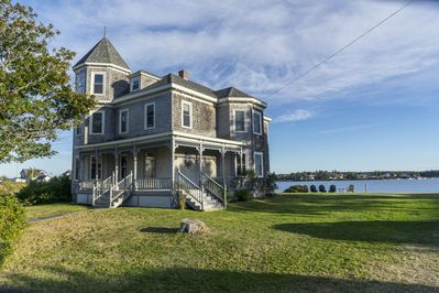 1906 Queen Anne Victorian on the water