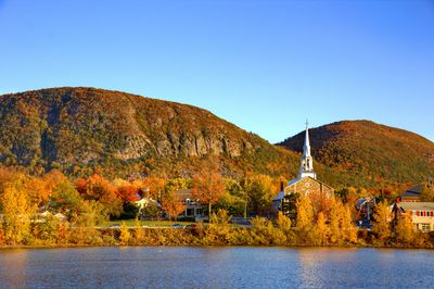 Mont Saint-Hilaire in fall