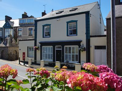 Photo for Perfect for a Romantic Break on the Coast. Everything you need within Walking Distance