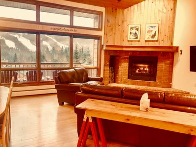 MWP35: Beautifully appointed Mount Washington Place townhouse with fireplace, free shuttle, free wifi, and  AMAZING SLOPE VIEWS!  COVID SPECIAL RATES AND POLICIES IN EFFECT