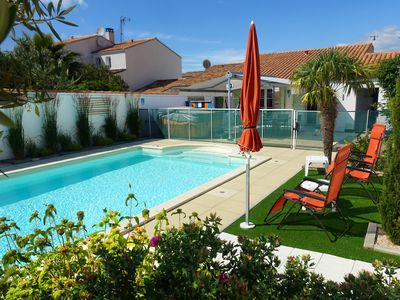 Photo for La Flotte Maison 7 pers HEATED POOL and SPA near the beach and shops