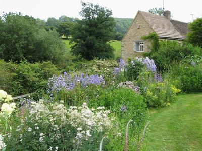 Photo for NEATHWOOD COTTAGE, pet friendly in Wotton-Under-Edge, Ref 988975
