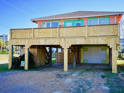 Photo for BEACH COTTAGE, ONE BLOCK FROM BEACH, PROTECTED CROSS WALK, ENTERTAINMENT AREA ON GROUND FLOOR
