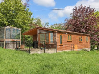 Photo for QUAKERFIELD LODGE, family friendly in Hurst Green, Ref 934315