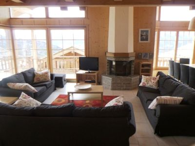 Photo for 4*, 4-bedroom-chalet for 10 people located at 800m from the lift in a quiet and sunny place. On the