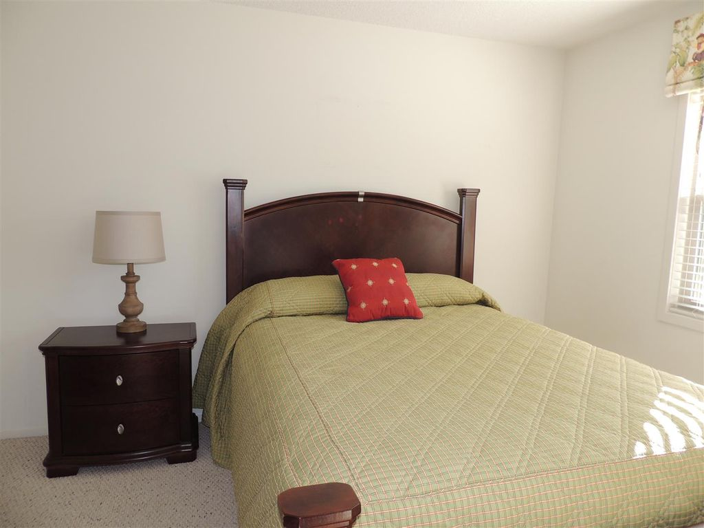 Updated 4 Bedroom/3bath Guest Cottage #80, MAKES FOR A GREAT VACATION!