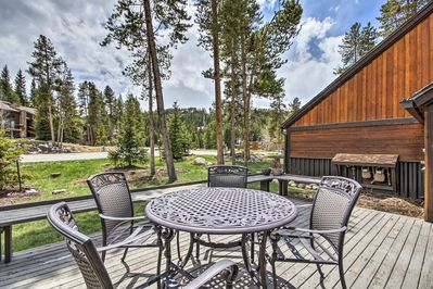 Unwind on the unit's private deck and take in the incredble mountain scenery.