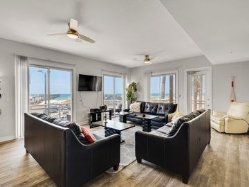 In the Center of all the Action; Beautiful 4 br/4 ba condo w/ an elevator!