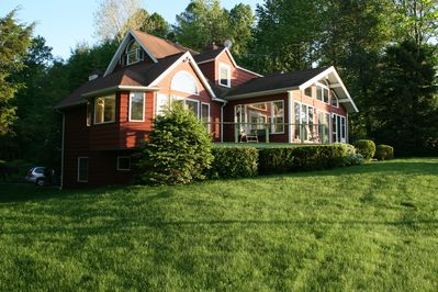 Family get away to this charming cottage on 600 ft of Lake - East  Springfield