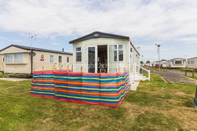 On a great holiday park with beach access and only a short drive to Clacton Pier.