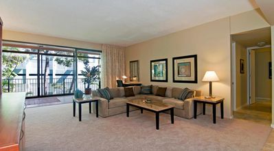 Photo for Updated, Well-Maintained Condominium in Prime Oceanfront Kahala Beach Building