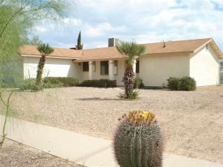 Great NW Tucson location Close to I-10, shopping and more