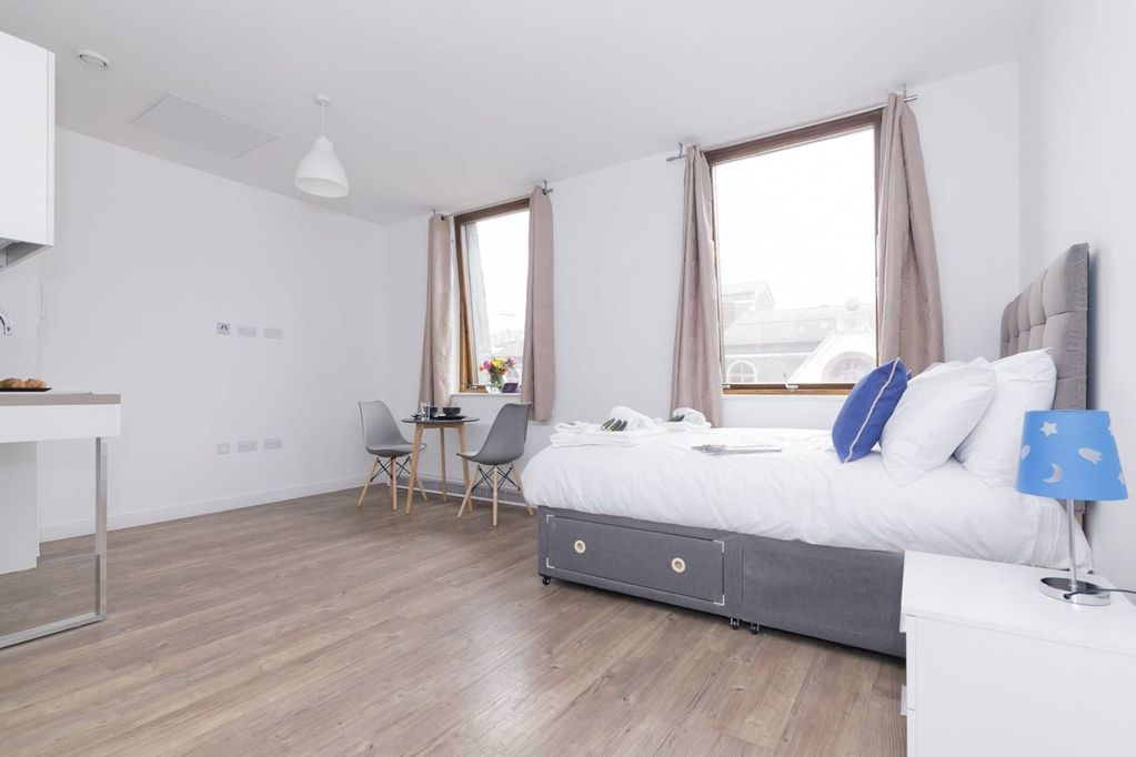 Central And Modern Studio In Lively Liverpool