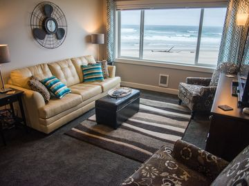Oceanfront - King EnSuite - Steps to the Sand