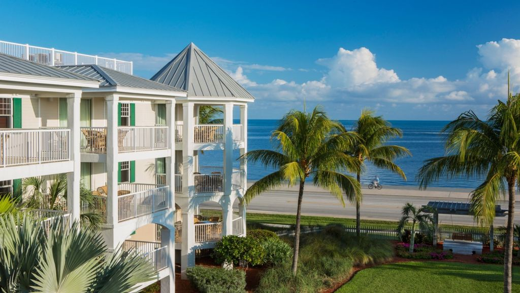 Beautiful and Spacious Oceanside Villa - - REDUCED PRICING!
