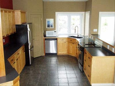 Well equipped kitchen to practice your culinary skills....with your sous-chefs!