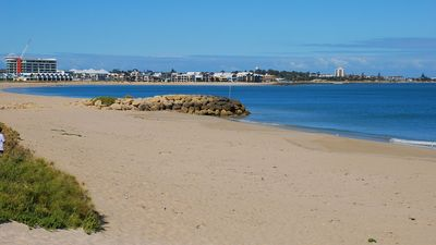 Photo for Cottage by the Sea Mandurah, Comfortable, Location Plus, Family & Pet Friendly