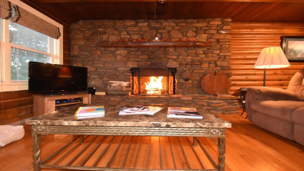 log cabin wood burning fireplace hot tub pool pet friendly rh homeaway co uk log cabin fireplace ideas log cabin fireplace ideas
