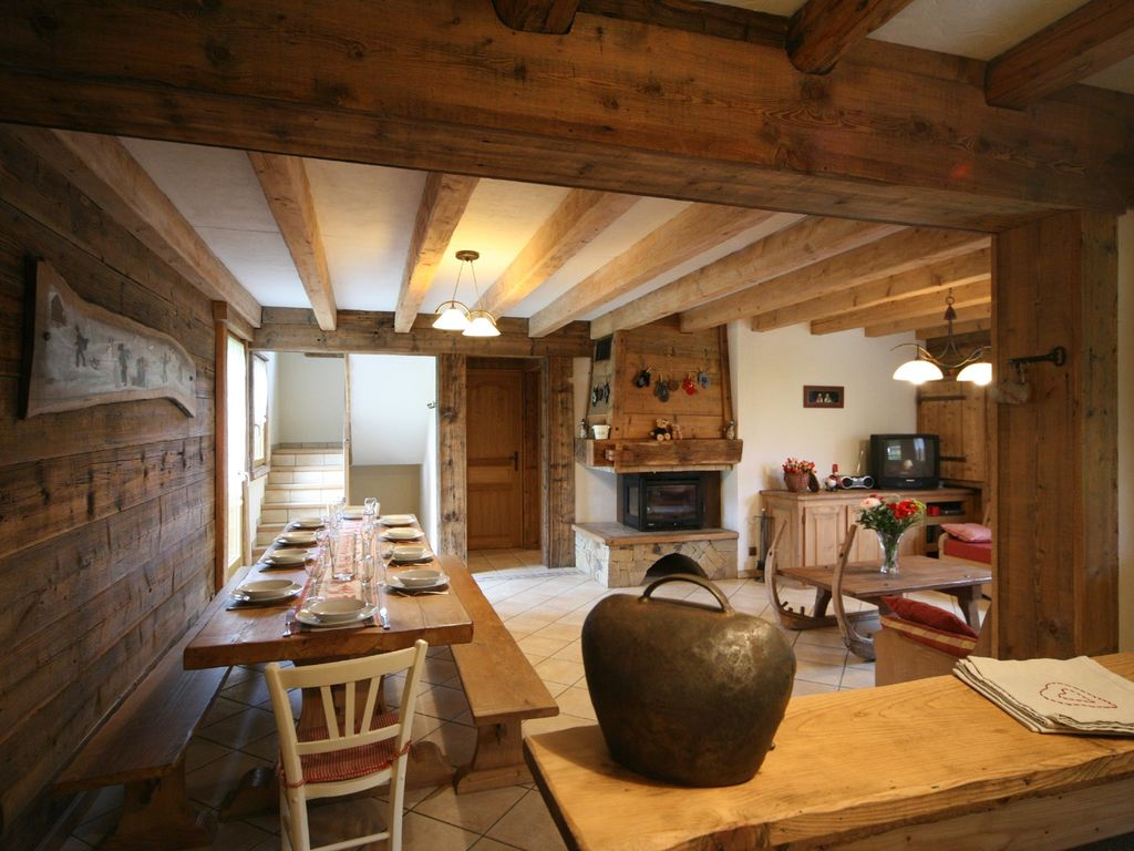 Traditional country cottage fully equipped chimney for Decoration interieur chalet montagne