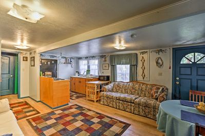 Up to 4 people can vacation in this cozy 600-square-foot space.
