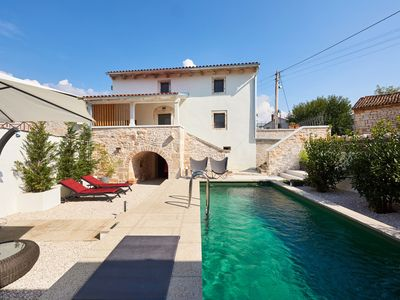 Photo for Very nice stone house Ruzmarin in Selina with natural pool.