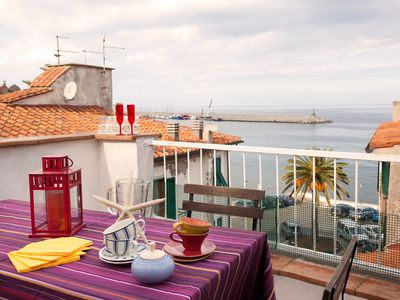 Photo for Apartment with terrace facing the sea