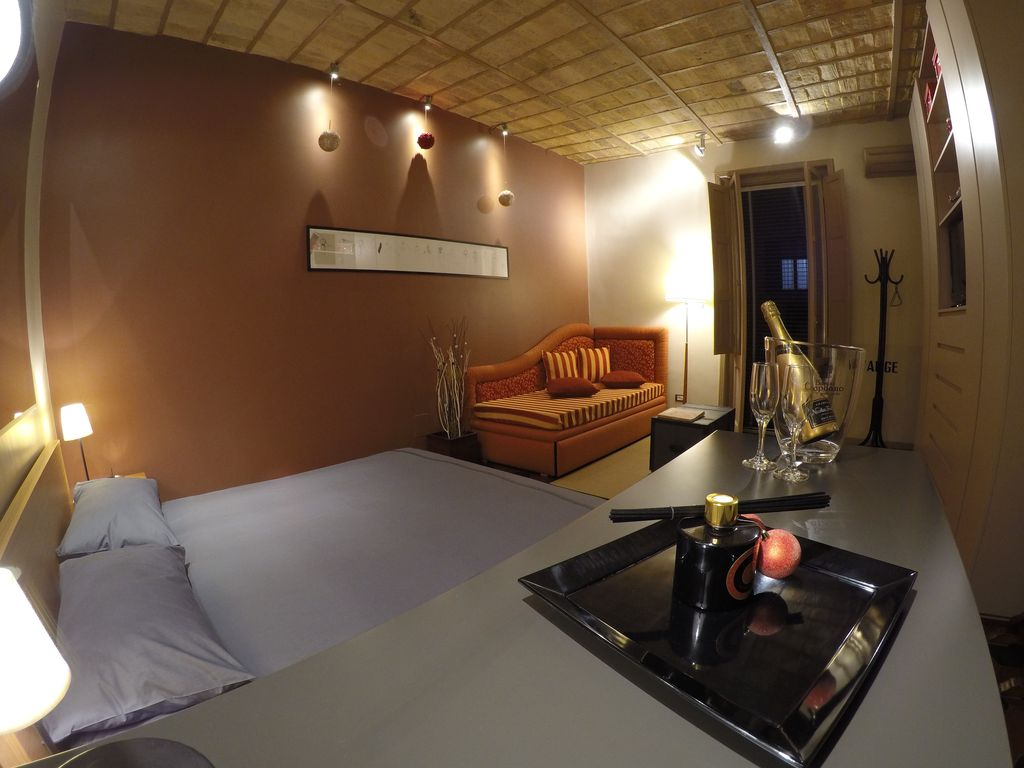 A Romantic Escape! Apartment In The Hearth Of Rome, Modern Comfort, Rione  Testaccio #Walking Distance To Circo Massimo And Colosseo!