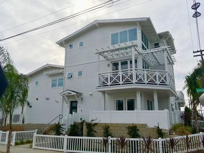 New 3 Bedroom plus loft 3 story two blocks from beach and village