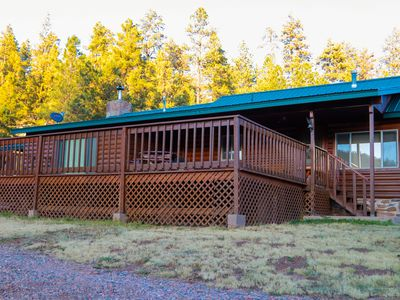 Beautiful Cabin with large deck in heart of Greer