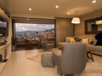 Huge Opulent Condo Next to Shopping and Nightlife