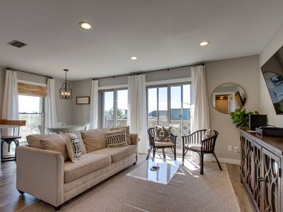 """Make your spring plans early in """"Wonderful World"""" Top Floor Corner Unit!"""