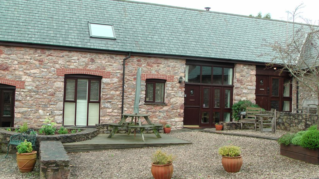 Swift cottage newhouse barton barn conversion family for Newhouse sheds