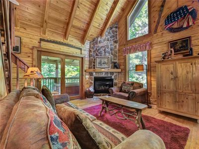 Photo for Buckhorn, 2 Bedrooms, Sleeps 6, WiFi, Jetted Tub, Fireplace, Hot Tub