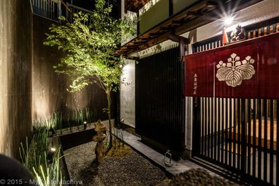 Arrival at the Gojozaka Machiya, the illuminated front garden