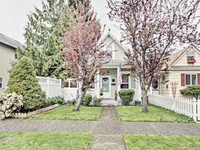 Photo for NEW-Tacoma Home, Walk to University of Puget Sound