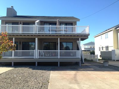 Conveniently located, WITHIN WALKING distance to Chelsea Park, town and the beach.  Private deck overlooking the rear yard.