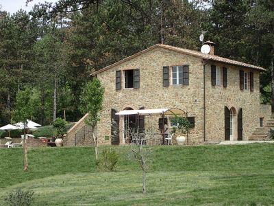 Photo for Tuscan house 6/8 people on 3 ha panoramic view of Siena, Pool and Jacuzzi