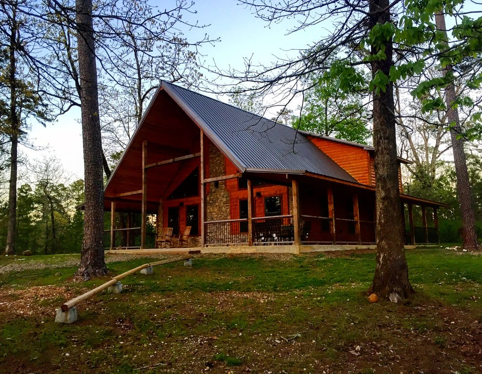 Hickory lodge luxury cabin near lake trout fishing for Fish lake cabin