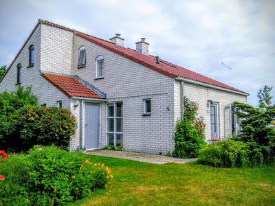 Photo for Beautiful bungalow for 6 persons in a quiet southern outskirts with a large garden
