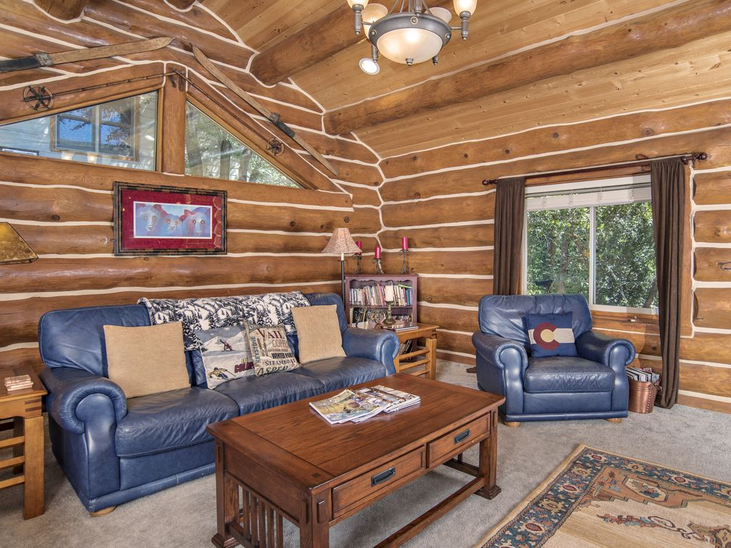 Log home tucked up against red mountain near downtown for Cabins for rent near glenwood springs