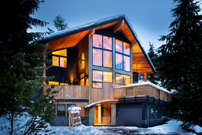 Creekside Luxury  Chalet by night