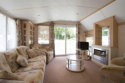 Modern and luxurious caravan to rent through 2cholidays