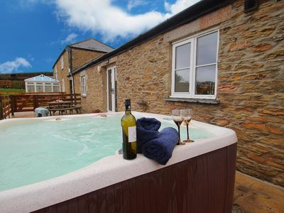 Photo for BOWJY, pet friendly, country holiday cottage in Truro, Ref 960079