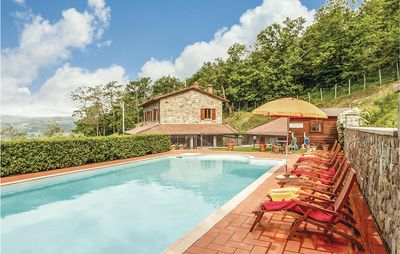 Photo for Comfortable country cottage with covered terrace and pool for sophisticated travellers