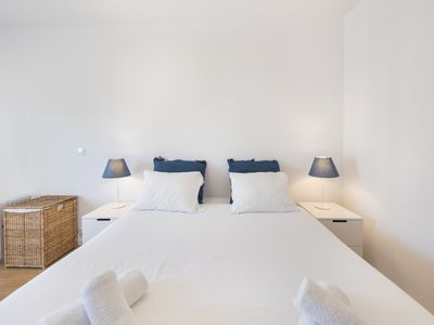 Photo for Comfortable flat in Campo Pequeno, 8mins to metro